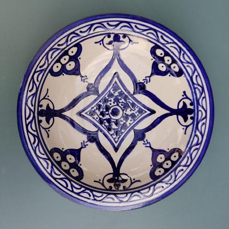 plato azul de cerámica