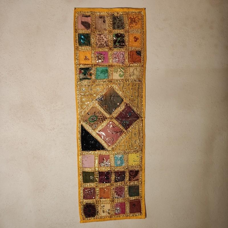 tapiz decorativo amarillo