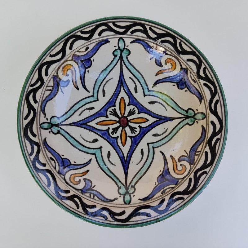 plato de cerámica pintado